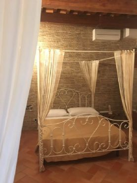 Sara double room with private bathroom in breakfast in Pisa